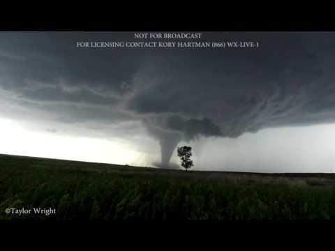 INCREDIBLE Violent Tornadoes Near Dodge City, KS on May 24, 2016