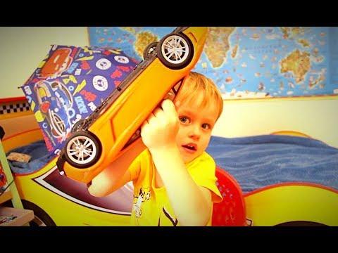 Машинки у Гришки дома! Видео для мальчиков 2018 Игрушки для детей Детский канал Маленький блогер