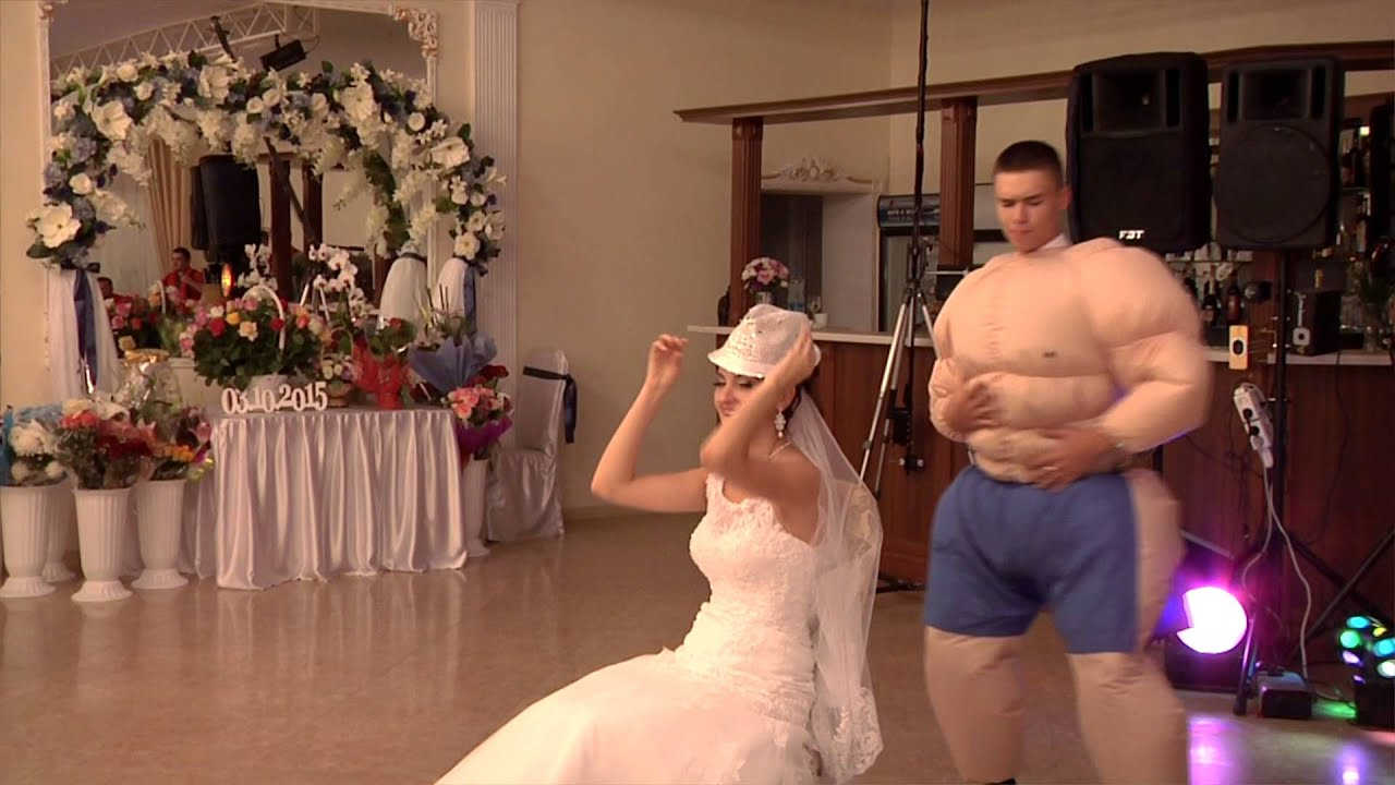 Танец на свадьбе со стриптизом