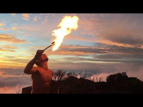 Exceptionnel : Free Dom au Volcan avec un cracheur de feu