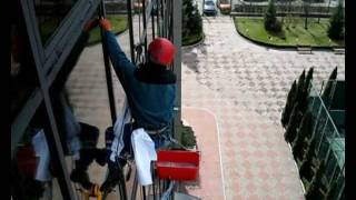Мойка окон(Технология мойки окон на высоте с помощью метода промышленного альпинизма., 2011-11-29T21:33:39.000Z)