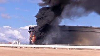 Libia: bruciano depositi di greggio. Paese in ginocchio. Governo contratta specialisti Usa