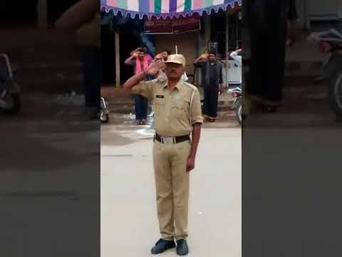 Traffic Stops for Indian National Anthem....Proud Moment