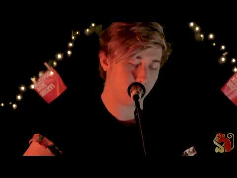 Harry Holmes - Man In The Mirror (Michael Jackson Cover) | Noisy Neighbours