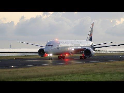 LATAM (CC-BGD). Landing in Tahiti. 06:15AM. 16/05/2017
