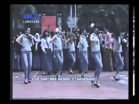 Bexxa-Lihat aku. live perform Dahsyat RCTI Di SMAN 3 Tanggerang 2 Oktober 2012