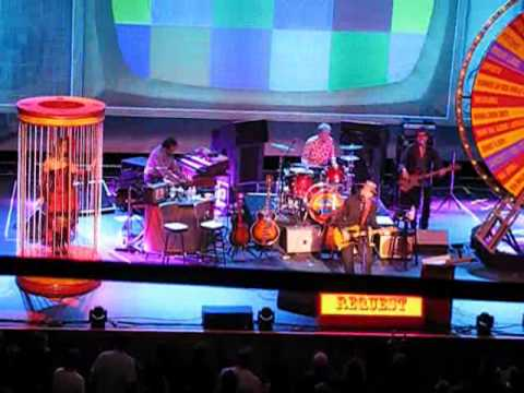 5-8-11: Elvis Costello. Fox Theater. Oakland, CA- I Can't Stand Up for Fallin' Down mp3
