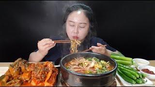 마라탕은 못 먹어도 내장탕은 잘 먹어요:) 소내장탕에 밥 두공기 말아서 핵폭탄 오이김치랑 총각김치랑 생대파 청양고추 먹방  Spicy Kimchi Mukbang