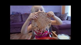 Блинчики от моей четырёх летней внучки Русланы!Рецепт тоненьких блинчиков в дырочку