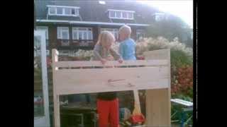 Nicole bouwt een stapelbed  van hout - Kinderbed