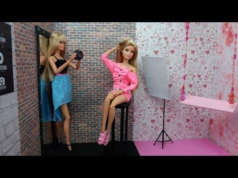 Barbie Doll Beauty Salon in new Dress  Morning routine Princess photo salon. Barbie Salão de beleza