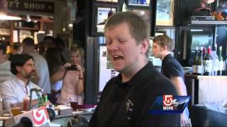Obama visits Union Oyster House in Boston
