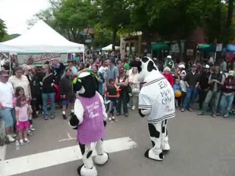 92.9 Peak FM - Chick Fil A Cows doing the Thriller Dance
