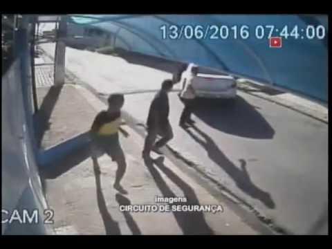 Câmeras de segurança flagram assalto no loteamento Pouso da Garça
