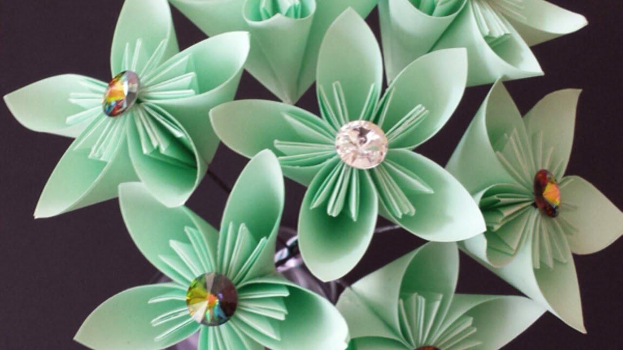 Crea un bel bouquet di fiori di carta fai da te for Fai da te creazioni