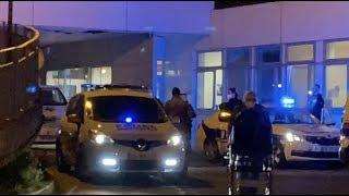 Coronavirus : des policiers applaudissent le personnel soignant  (27 mars 2020, Clamart, France)