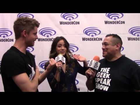 WonderCon 2016  Luke Mitchell & Chloe Bennet