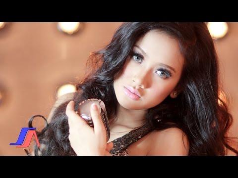 Sakitnya Tuh Disini - Cita Citata (Official Music Video)