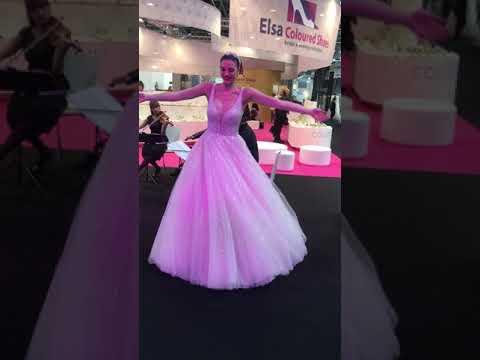 Glitter Trouwjurk.Glitter Trouwjurk Interbride Dusseldorf 2019 Youtube