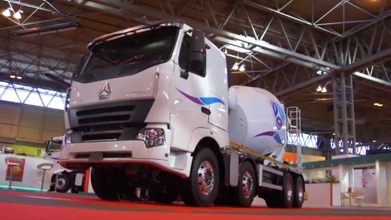 sinotruk chinese truck on display at the cv show 2015