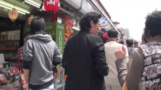 A walk in the Asakusa.You can walk freely the streets of Asakusa an...