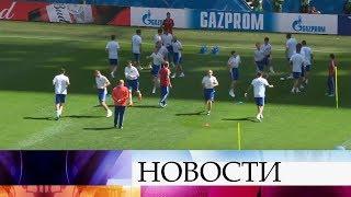 Смотреть видео На стадионе «Санкт-Петербург» российская сборная готовится к предстоящей игре с командой Египта. онлайн