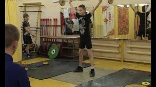 Юные тяжелоатлеты продемонстрировали свои навыки на помосте спортшколы «Ермак»