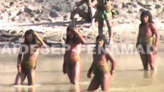 Lost Peruvian Tribe Make First Contact
