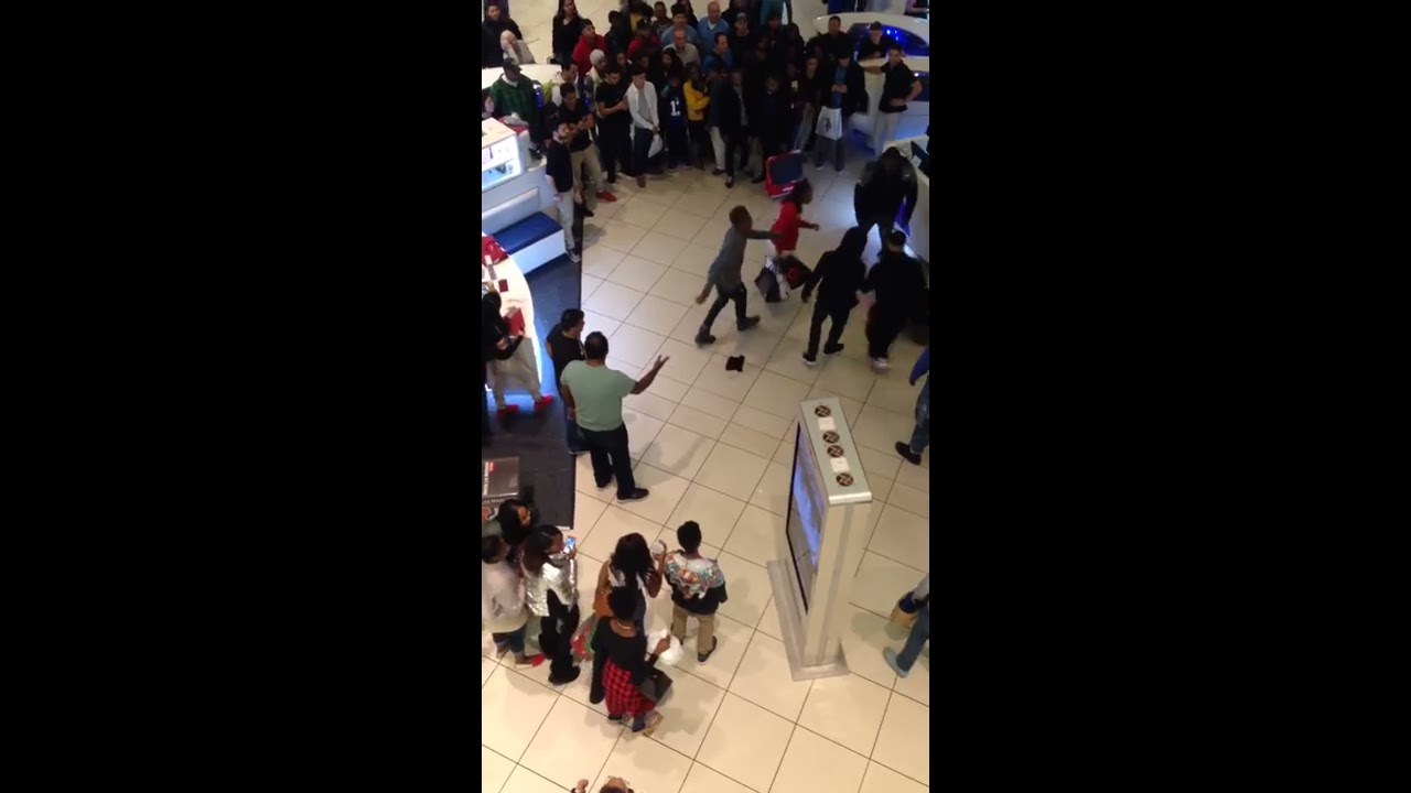 Black friday fight in jersey gardens mall youtube - The mills at jersey gardens hours ...