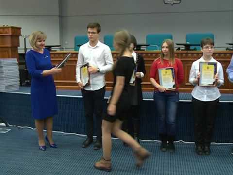 Самым умным школьникам Владивостока вручили дипломы и подарки