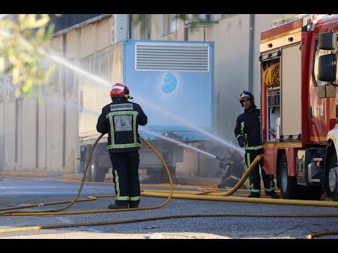 VÍDEO: Un grave incendio destruye las instalaciones de la empresa Lacados Hermanos Espinar en Lucena