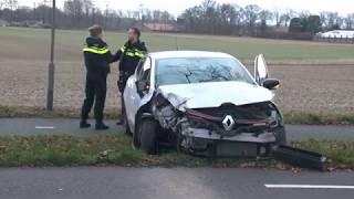 TVEllef: Auto tegen boom tussen Melick en Herkenbosch