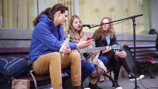 Арбат - Девушка играет на гитаре - Бумбокс Вахтерам