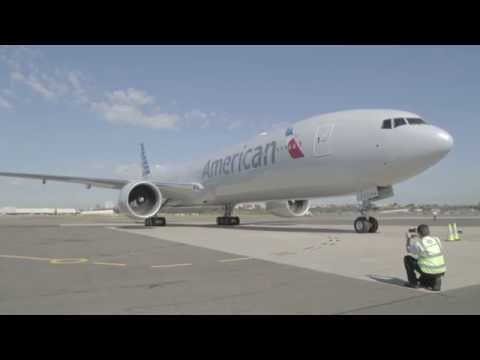 Boeing 777-300ER Flies Over Sydney Harbour Ahead of Welcome into Qantas Hanger 96
