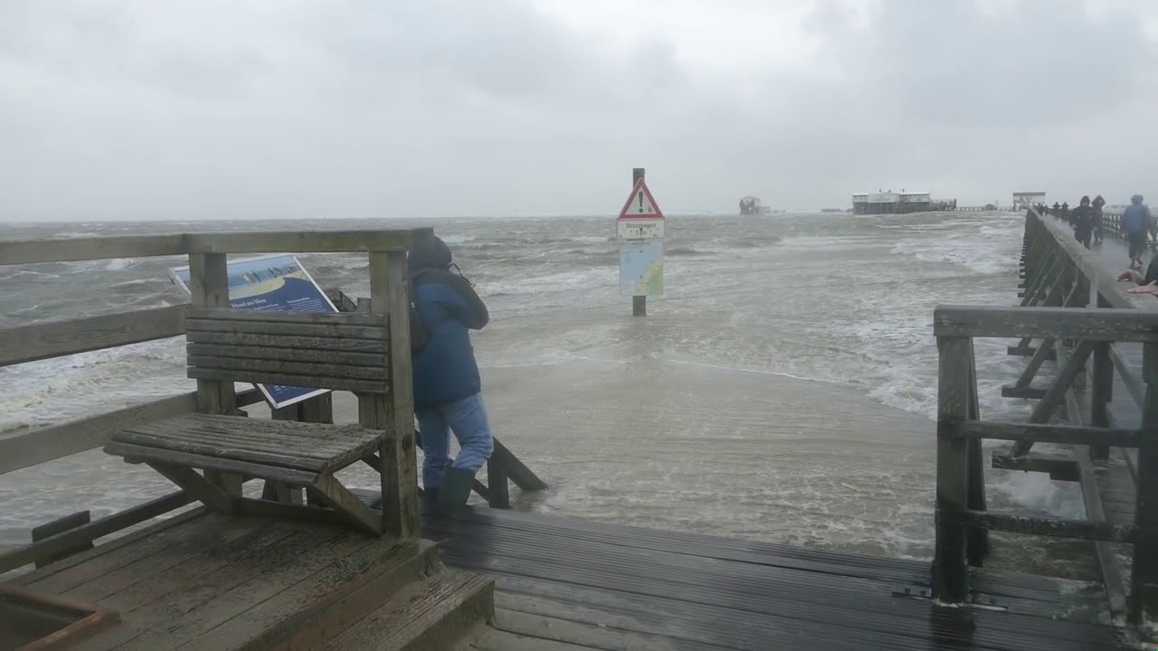 "Sturm ""Sebastian"" Tobt In Sankt Peter-Ording A.d. Nordsee"