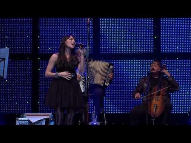 Ewa Farna + Čechomor - Dej Pan Bóg - Národní Divadlo 2010