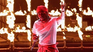 """Kendrick Lamar Sets VMAs Stage On FIRE With """"DNA"""" & """"Humble"""" Performances"""