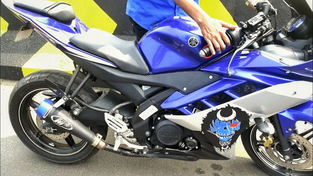 Yamaha r15 V2 modified with M4 exhaust,fly by,exhaust note