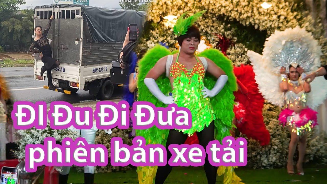 Trễ giờ diễn Thu Phương đi xe tải để kịp show catwalk
