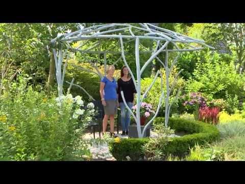Organisch vormgegeven prieel in natuurlijke tuin youtube - Prieel tuin ...