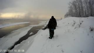 Рыбаки поплыли на льдине. оторвало льдину с рыбаками . рыбалка на Ениисеи хариуса зимой