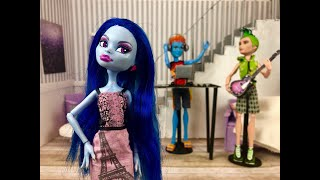 The Roommate Rivalry- A Monster High/Ever After High Stop Motion