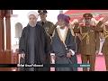 جلالة السلطان المعظم في مقدمة مستقبلي فخامة الرئيس الدكتور رئيس الجمهوري...