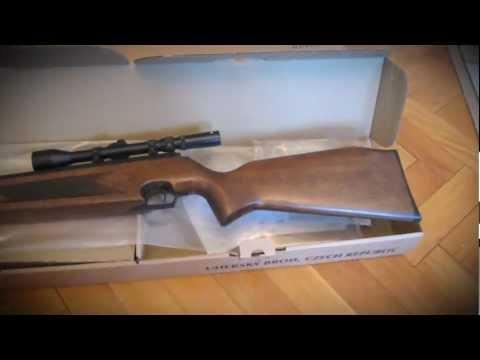 trên tay súng hơi Slavia 631 lux