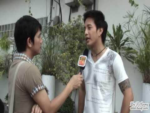 ตุ้ย อวยพรปีใหม่และให้สัมภาษณ์รายการ Zapp @ งานบวงสรวงละคร ผู้ใหญ่ลีกับนางมา 17/12/2008 - (1)