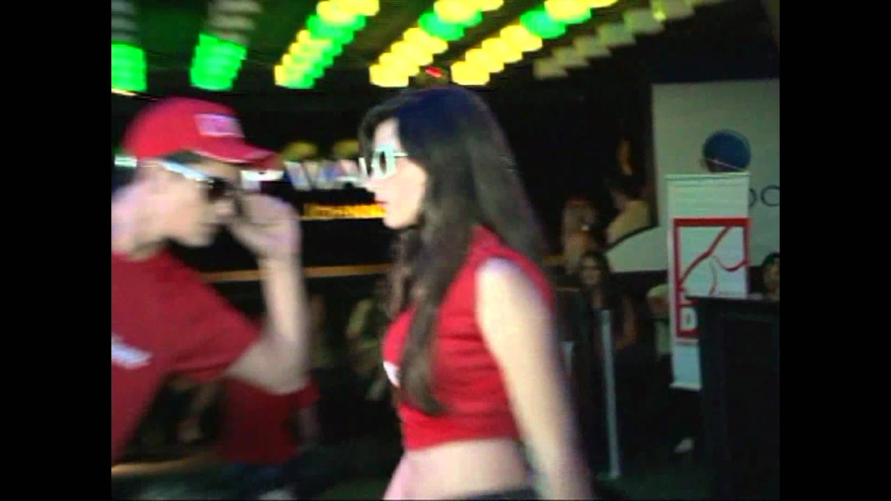 797b7d43cf93a Campanha Moda Solidária - Festa B.B.B. - Desfile Óticas Diniz - YouTube