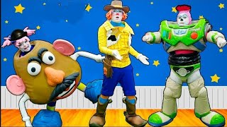 Pakaraka finge ser Toy Story e Brinca de imitar Woody e Buzz   Turma da Pakaraka #13