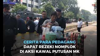 Gambar cover Cerita Para Pedagang Dapat Rezeki Nomplok di Aksi Kawal Putusan MK