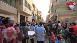 اتفرج | أنصار «المعزول» في ناهيا يتظاهرون بالشماريخ قبل الإفطار