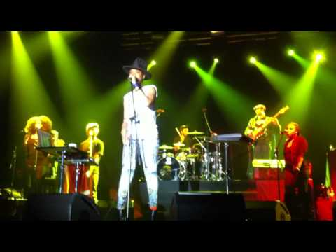 Erykah Badu- Fall In Love (Your Funeral) (Live @ Arena Moscow, 01.11.11, Moscow)